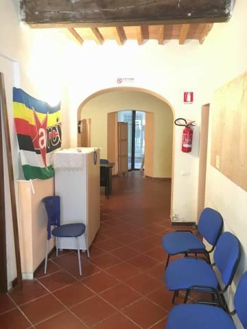 Magazzino in Affitto a Pisa: 3 locali, 65 mq