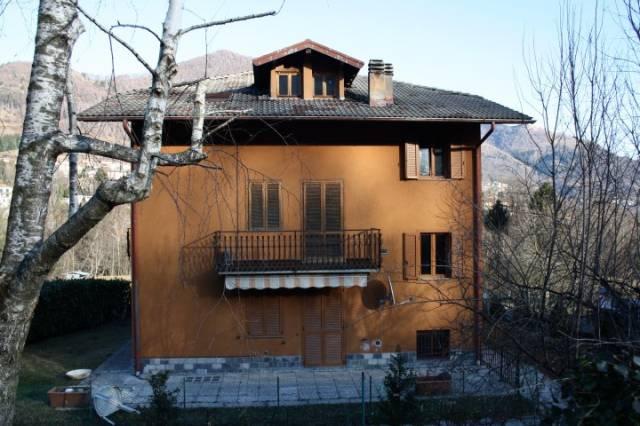 Appartamento in buone condizioni arredato in vendita Rif. 4220993
