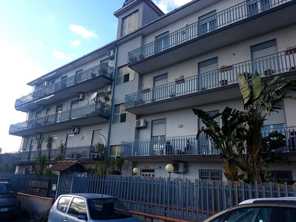 Appartamento in buone condizioni in vendita Rif. 8089388