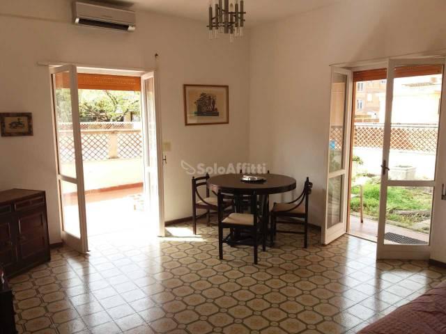 Appartamento in buone condizioni arredato in affitto Rif. 5865683