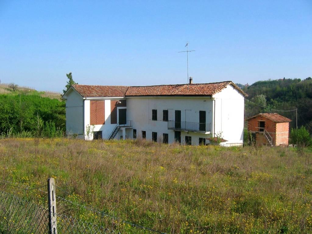 Rustico / Casale in vendita a Cassinasco, 10 locali, prezzo € 135.000 | PortaleAgenzieImmobiliari.it