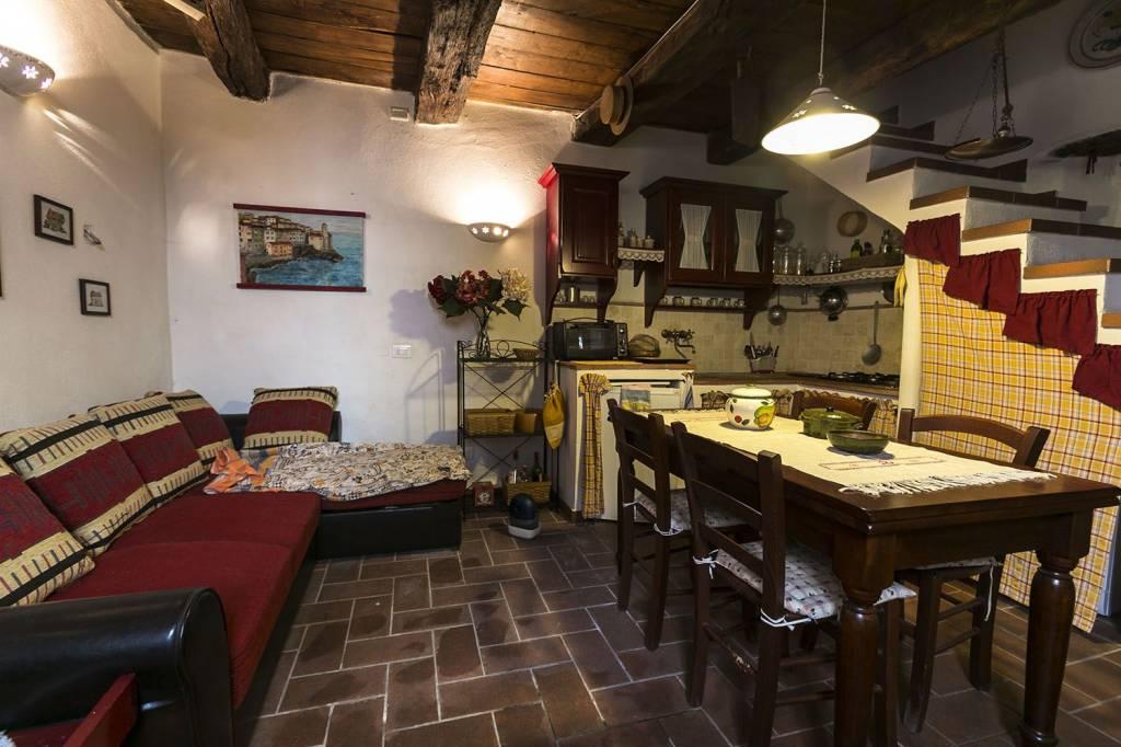 Appartamento in ottime condizioni parzialmente arredato in vendita Rif. 8442563