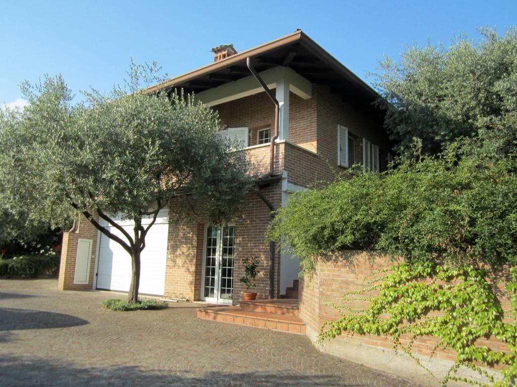 Villa in vendita a Moruzzo, 5 locali, prezzo € 495.000   CambioCasa.it