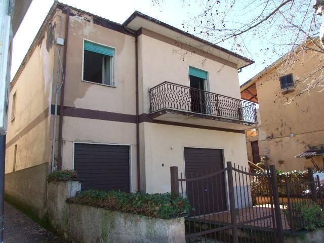 Villa in buone condizioni in vendita Rif. 8002047