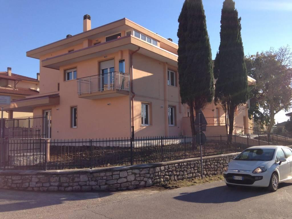 Appartamento in ottime condizioni in vendita Rif. 8143439