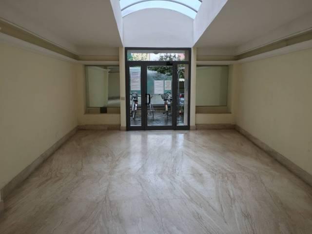 Appartamento in buone condizioni arredato in affitto Rif. 5876366
