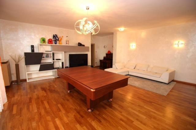 Appartamento in ottime condizioni arredato in affitto Rif. 5872660