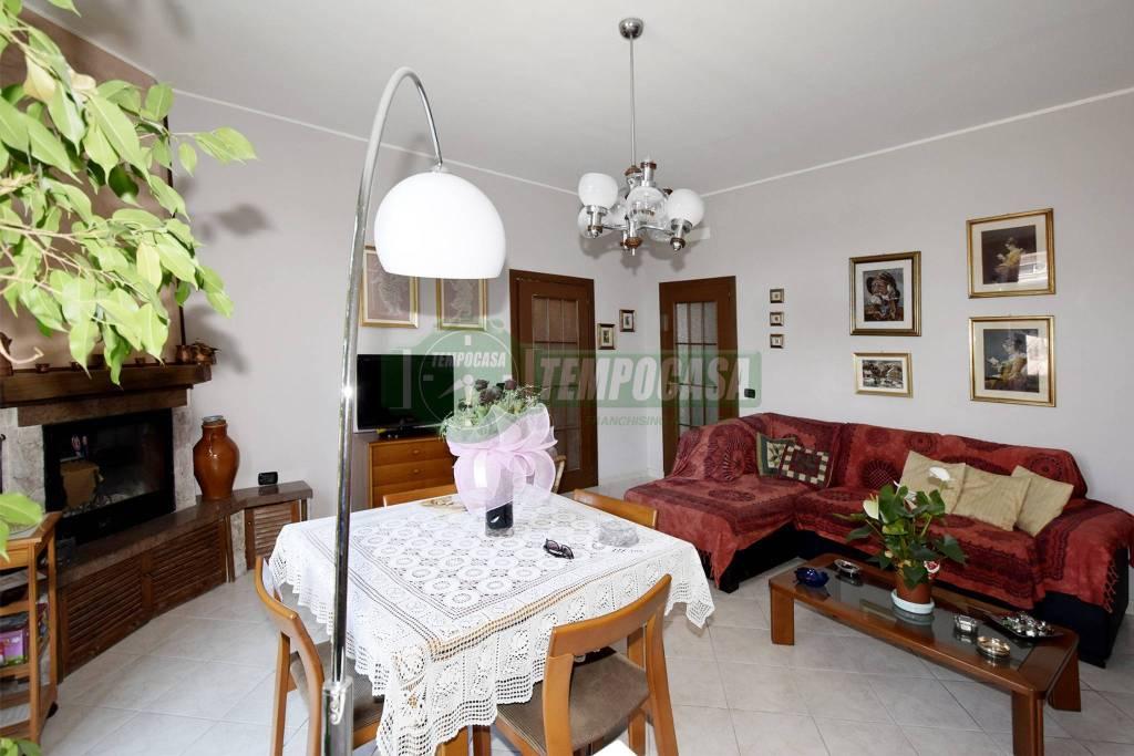 Appartamento in vendita 3 vani 110 mq.  via Tofane 41 Milano