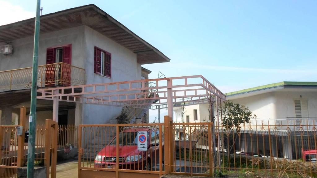Appartamento in buone condizioni in vendita Rif. 5894949