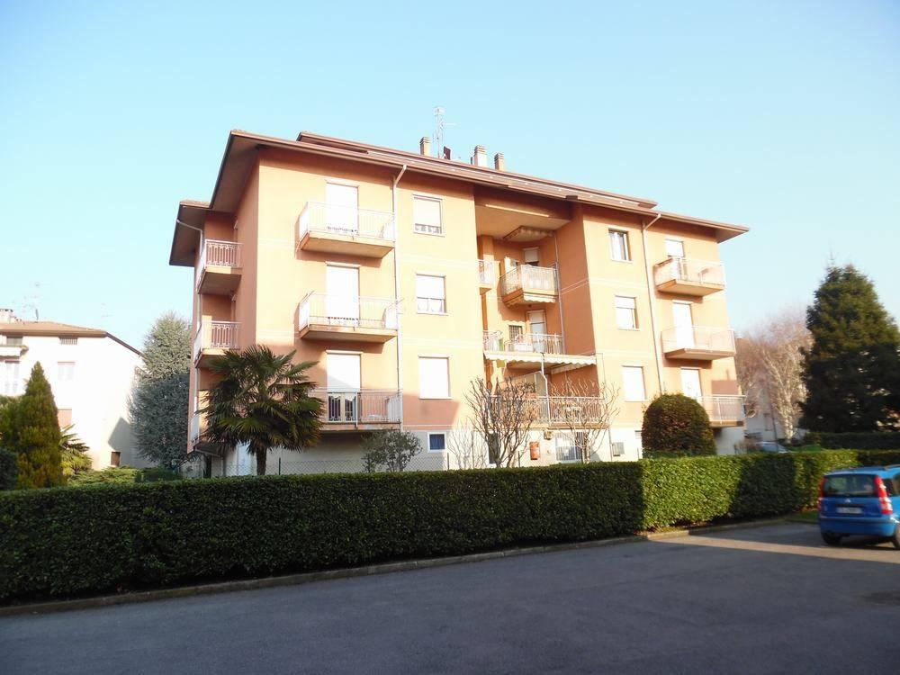 Appartamento in ottime condizioni parzialmente arredato in vendita Rif. 5545258