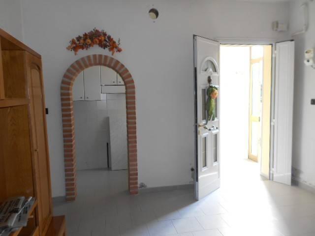 Appartamento in buone condizioni parzialmente arredato in vendita Rif. 5930942
