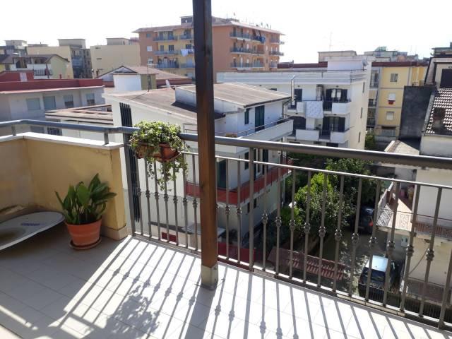 Appartamento in buone condizioni in affitto Rif. 5965709