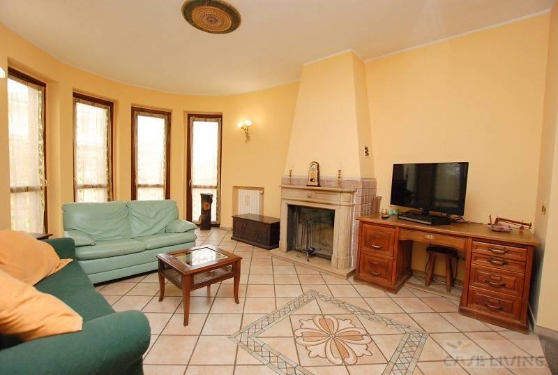 Villa in buone condizioni in vendita Rif. 5918837