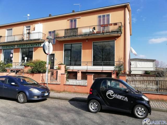 Negozio-locale in Vendita a Piacenza Periferia Sud: 5 locali, 260 mq