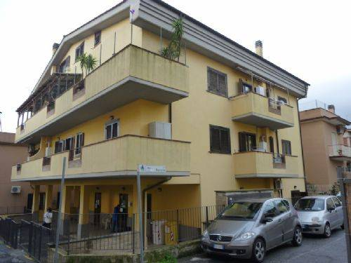 Appartamento in buone condizioni parzialmente arredato in affitto Rif. 8227117