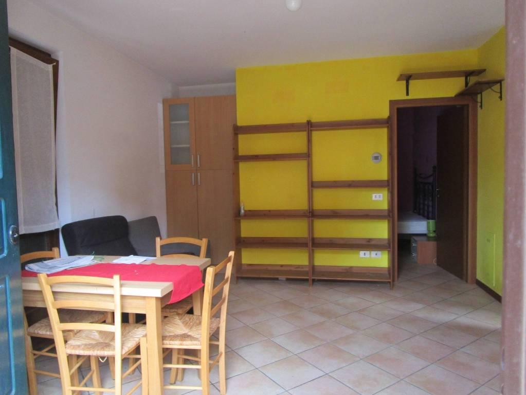 Appartamento in ottime condizioni parzialmente arredato in vendita Rif. 9149901
