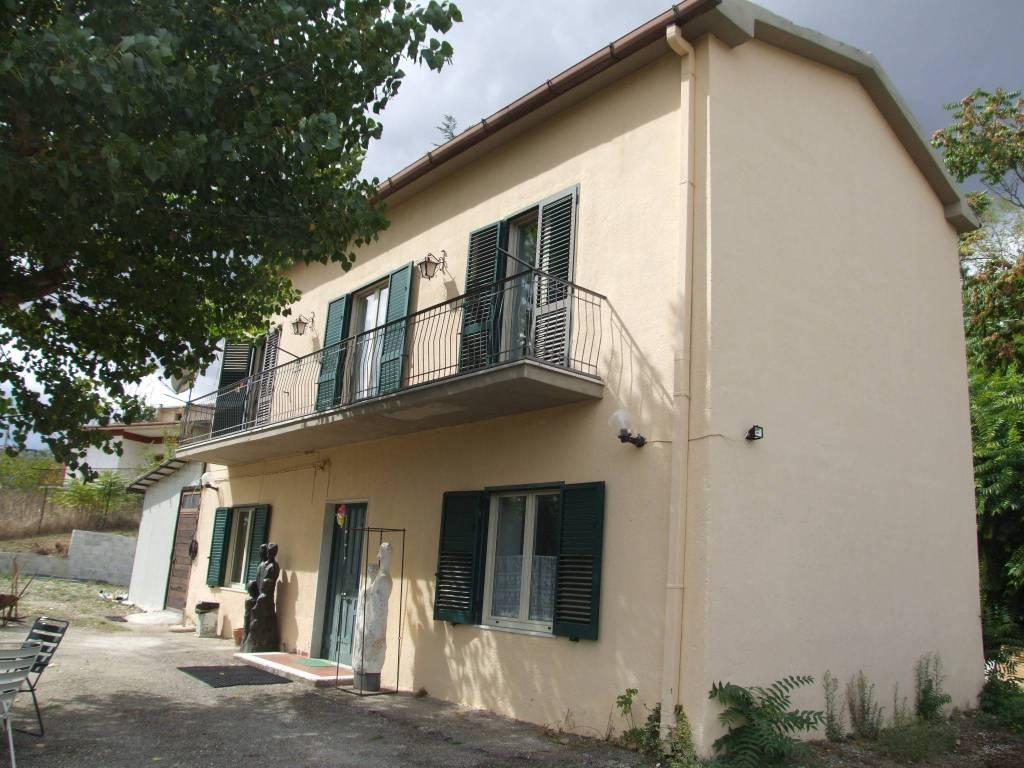 Casa Indipendente in buone condizioni in vendita Rif. 5961156