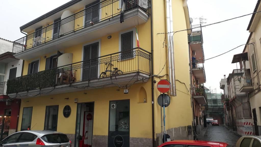 Appartamento in buone condizioni parzialmente arredato in affitto Rif. 8019056