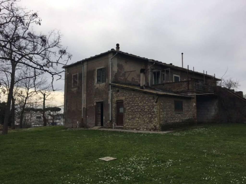Rustico / Casale da ristrutturare in vendita Rif. 8885908