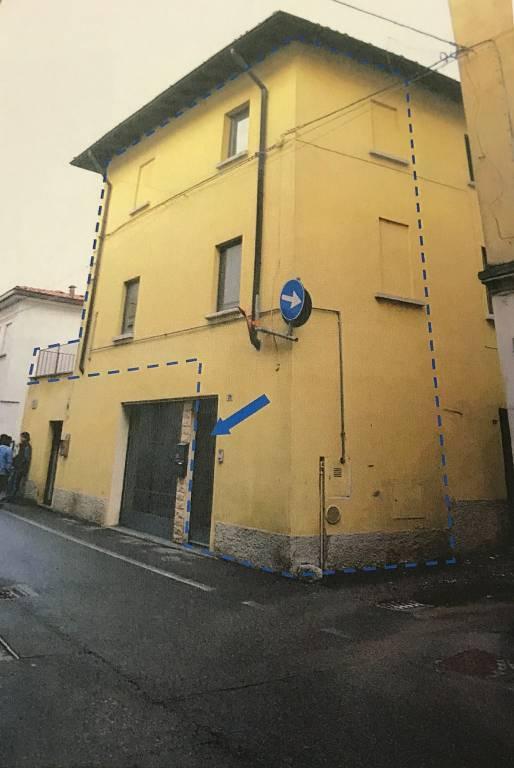 Appartamento in buone condizioni in vendita Rif. 7552631