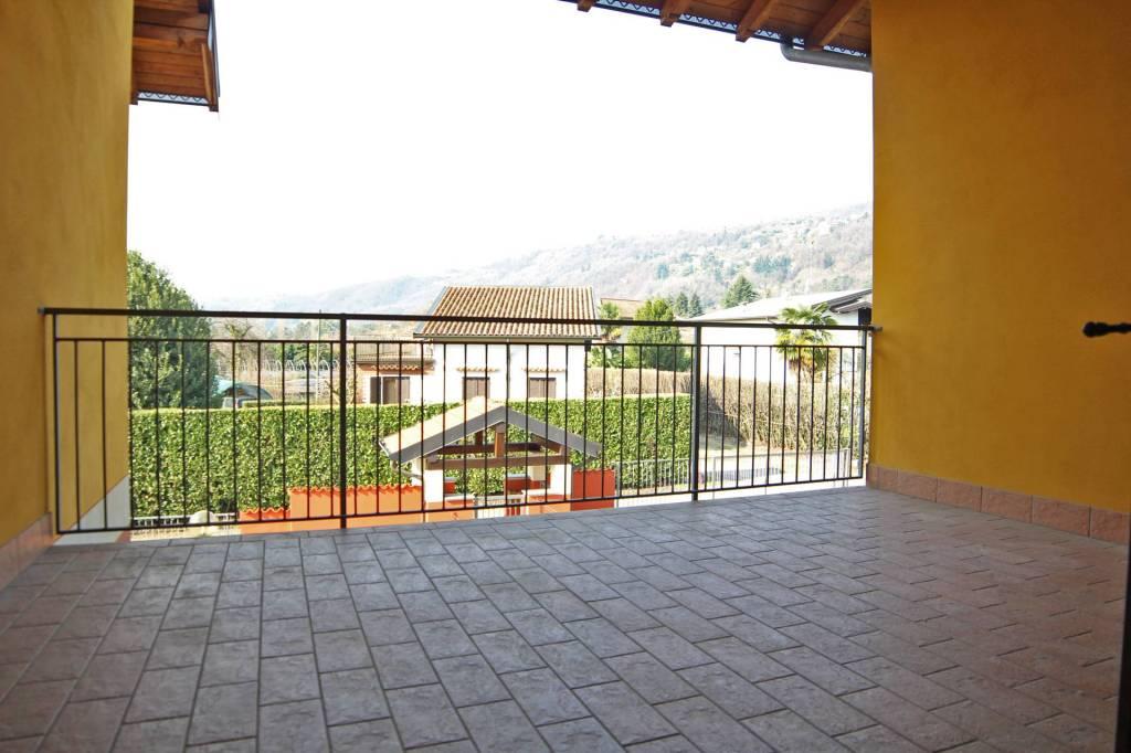 Appartamento in ottime condizioni parzialmente arredato in vendita Rif. 6973750