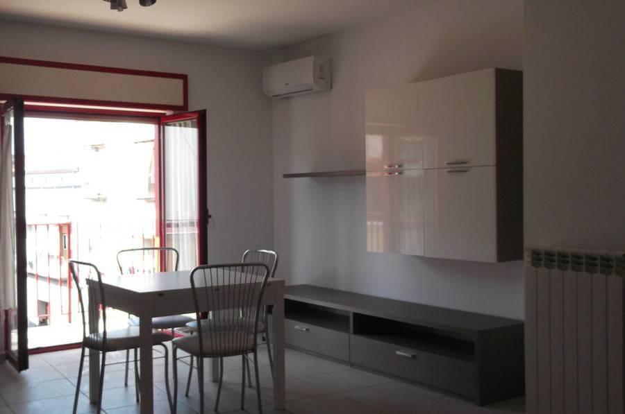 Appartamento in buone condizioni in affitto Rif. 5930811