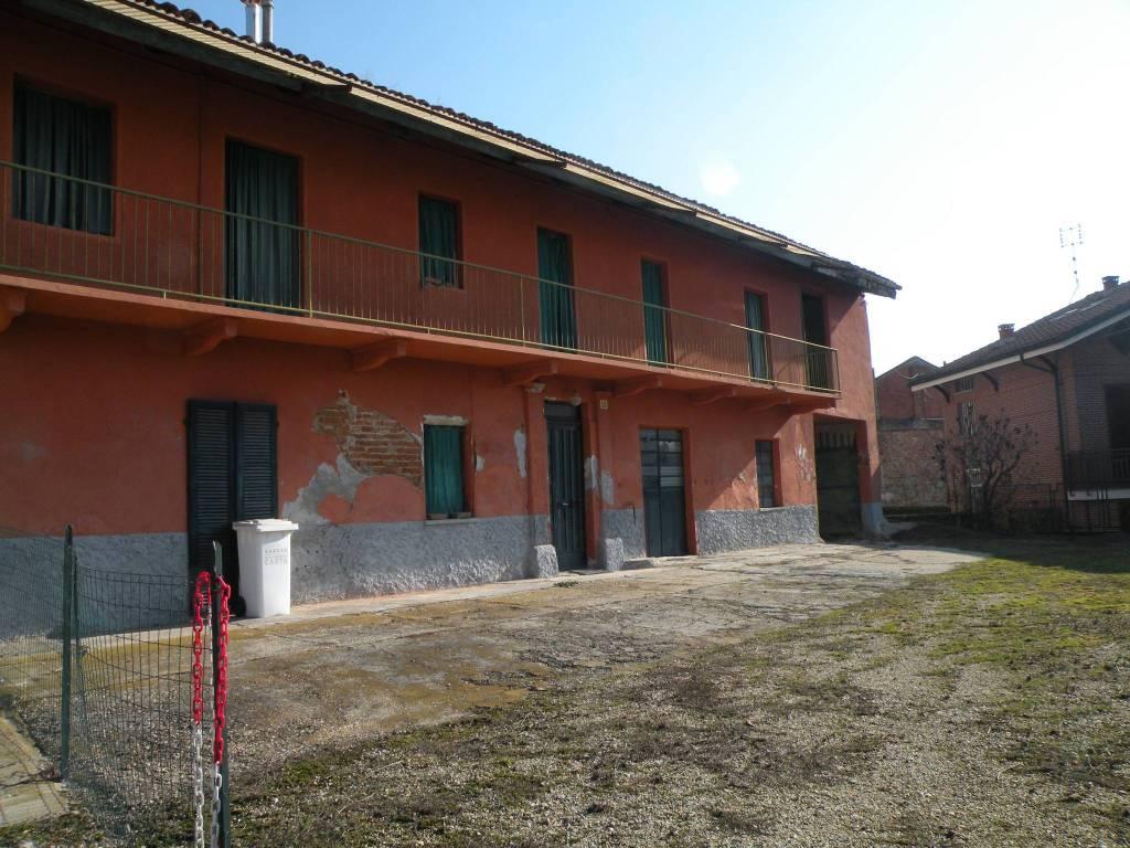 Rustico / Casale in vendita a Monteu Roero, 6 locali, prezzo € 95.000   CambioCasa.it