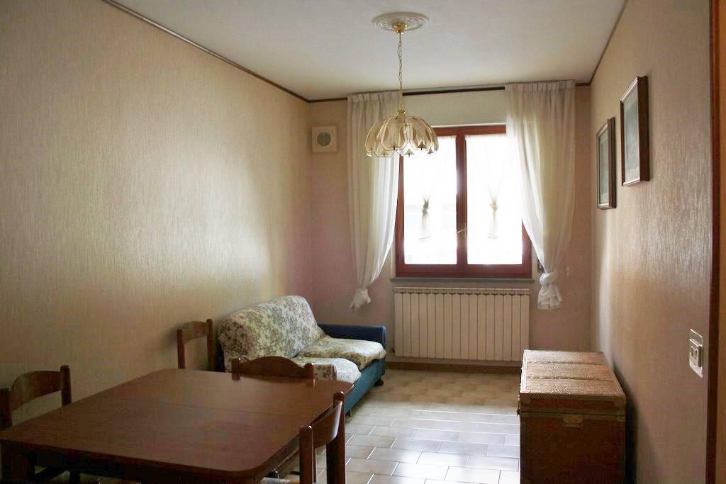 Appartamento in buone condizioni in vendita Rif. 8396306