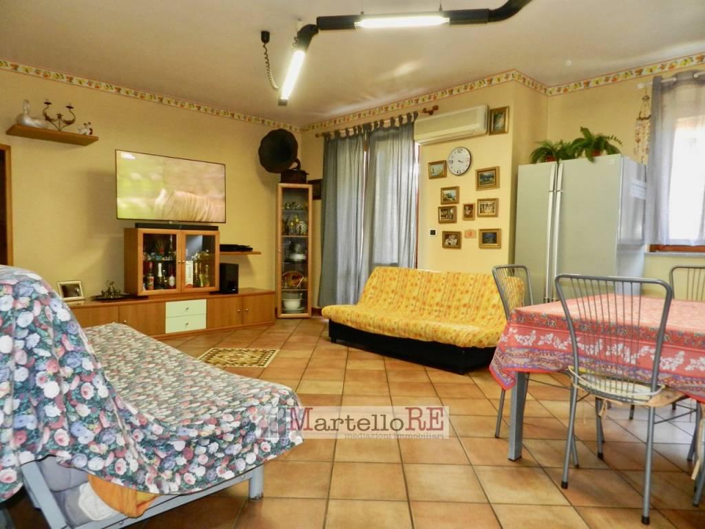 Appartamento in ottime condizioni in vendita Rif. 5888144