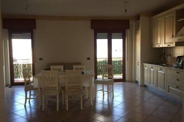 Appartamento in ottime condizioni in affitto Rif. 6805817