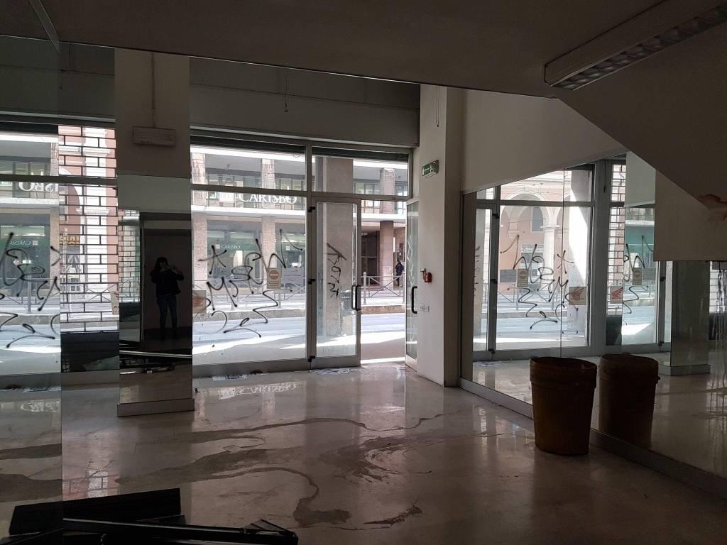 Negozio / Locale in vendita a Bologna, 6 locali, zona Zona: 14 . Marconi, prezzo € 1.150.000 | CambioCasa.it