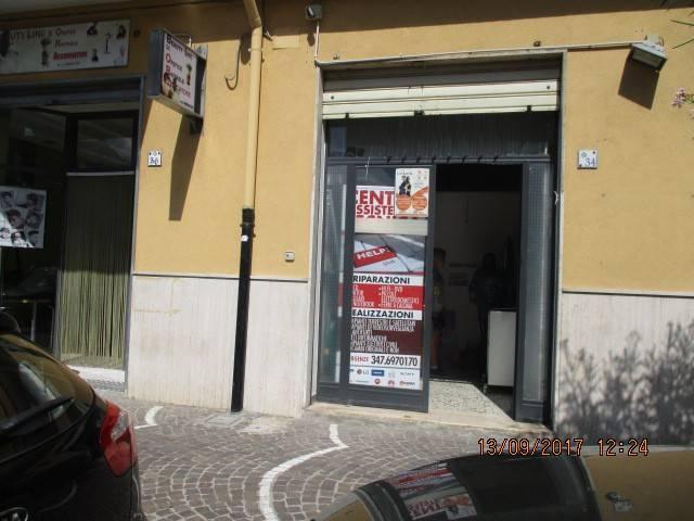 Negozio / Locale in affitto a Mercato San Severino, 1 locali, prezzo € 300 | CambioCasa.it