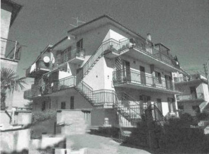 Appartamento in buone condizioni in vendita Rif. 8288928