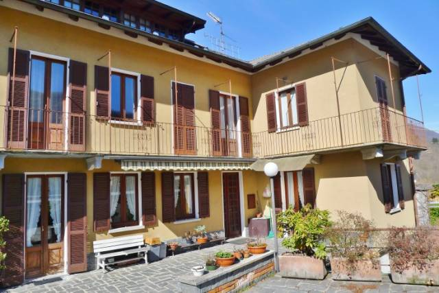 Casa indipendente in Vendita a Omegna Periferia: 5 locali, 240 mq