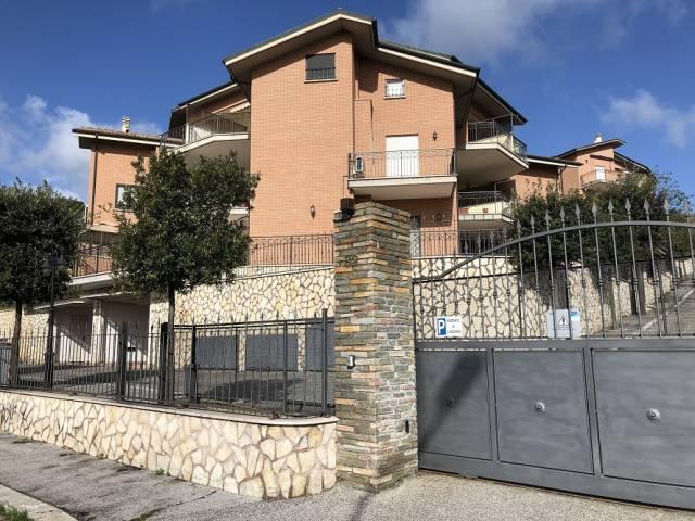 Appartamento in ottime condizioni parzialmente arredato in affitto Rif. 5919427