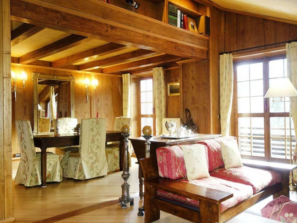 Courmayeur Plan Gorret: elegante, panoramica mansarda, 3 camere, 3 bagni, 2 terrazzi, box