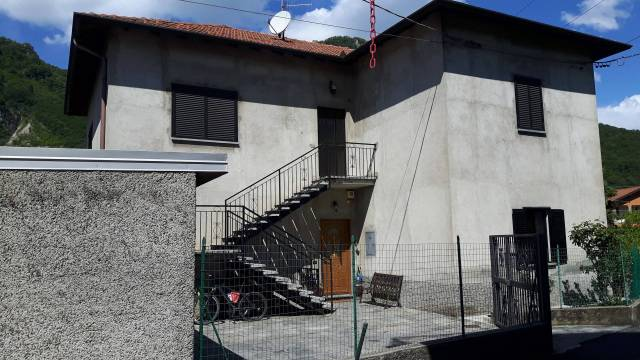 Appartamento in buone condizioni in vendita Rif. 6464071