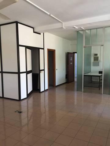 Ufficio 5 locali in affitto a Varese (VA)