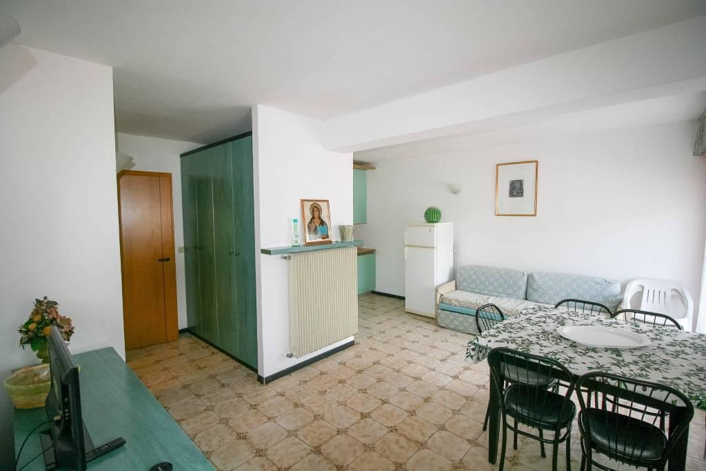 Appartamento in buone condizioni arredato in vendita Rif. 5967894