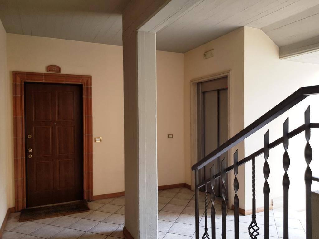 Appartamento in ottime condizioni arredato in affitto Rif. 9096531