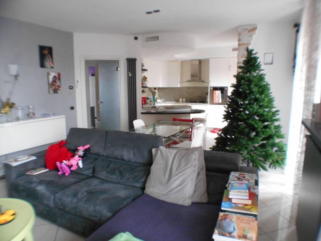 Appartamento in buone condizioni in vendita Rif. 8730715