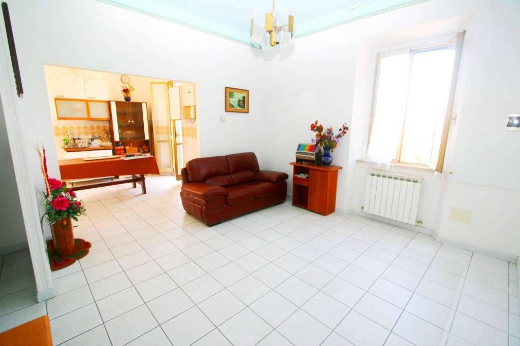 Appartamento in buone condizioni parzialmente arredato in vendita Rif. 8082805