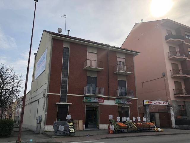Negozio-locale in Affitto a Asti Periferia Est:  1 locali, 100 mq  - Foto 1