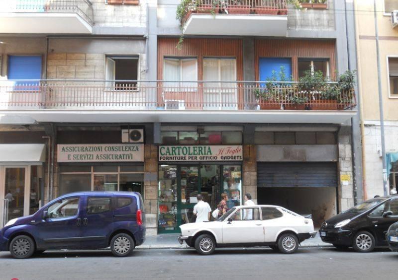 Negozio-locale in Affitto a Bari Semicentro: 1 locali, 180 mq