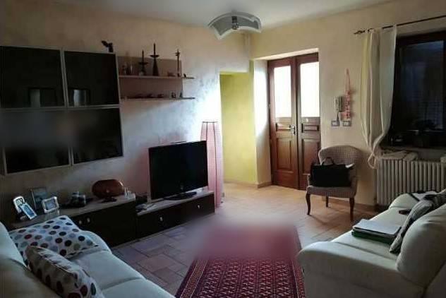 Appartamento in vendita a Ciriè, 4 locali, prezzo € 90.000 | CambioCasa.it