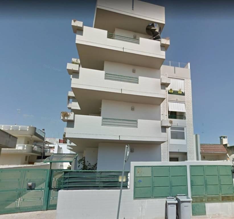 Appartamento in buone condizioni in vendita Rif. 6974952