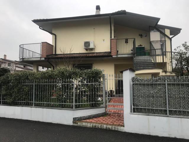 Appartamento in ottime condizioni in vendita Rif. 5925486