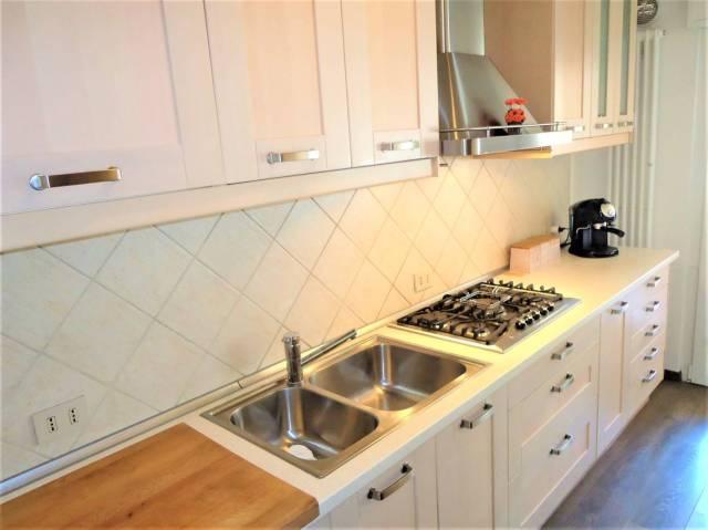 Appartamento in ottime condizioni arredato in vendita Rif. 5999854