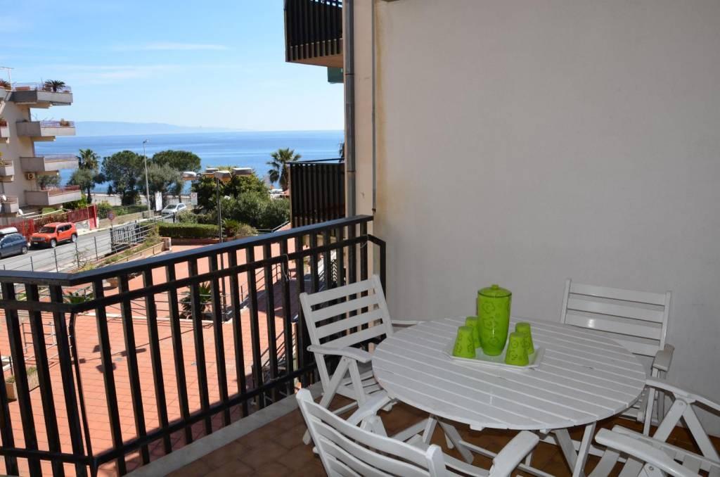 Appartamento in buone condizioni arredato in vendita Rif. 5925338