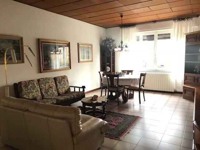Appartamento in buone condizioni parzialmente arredato in vendita Rif. 8466628